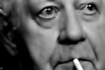 Helmut Schmidt raucht weiter
