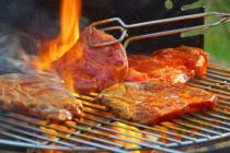 Abgepacktes Grillfleisch aus dem Supermarkt enthält zu viele Keime